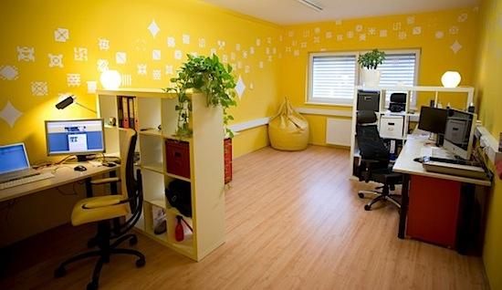 Interior Kantor Kecil Dengan Warna Bagus