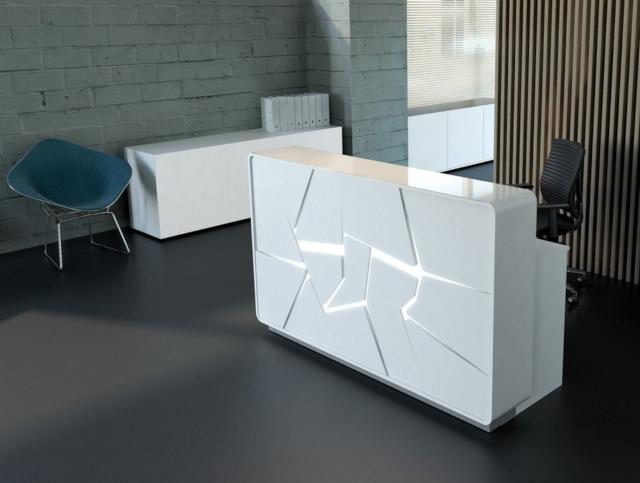 Meja Resepsionis Dengan Sentuhan Geometris